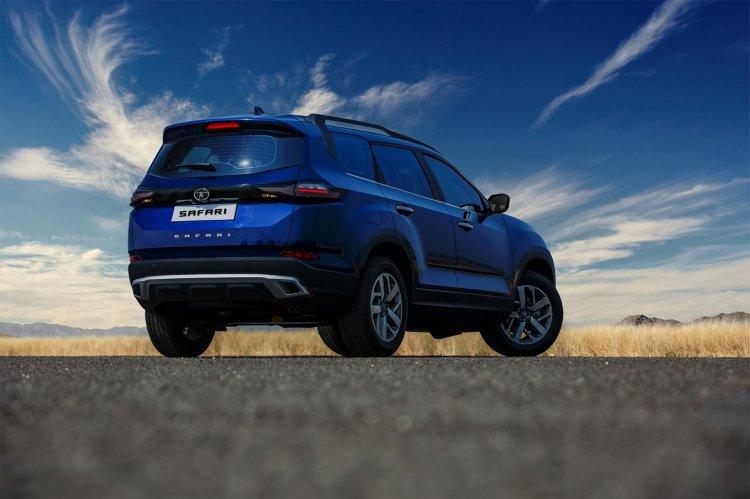 2021-Tata-Safari-rear