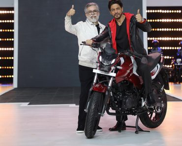 Dr.-Pawan-Munjal-Chairman-and-CEO-Hero-MotoCorp-with-global-movie-icon-Shah-Rukh-Khan-at-the-unveiling-of-the-companys-100-millionth-motorcycle.