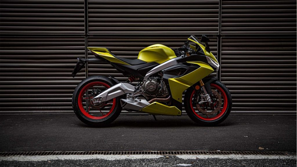 Aprilia-RS-660-Acid-Gold-Side